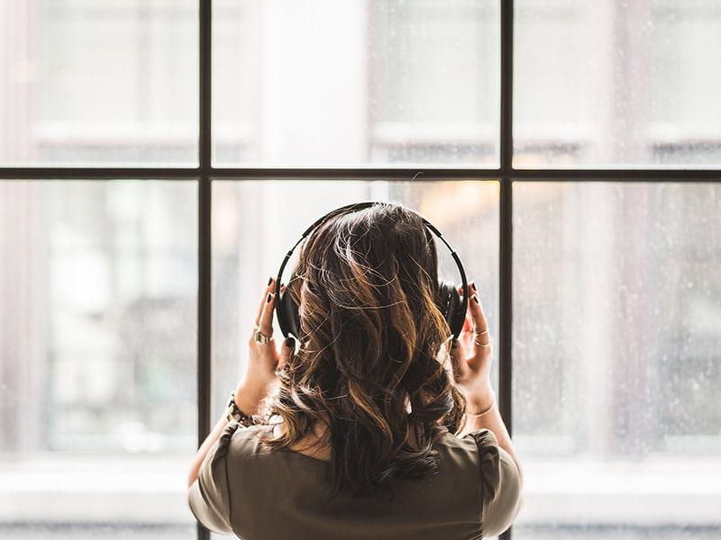 Listen to French podcasts